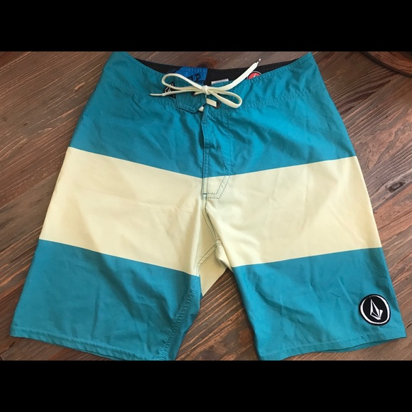 NEW VOLCOM boardshorts board shorts green yellow black stripe men sz  36
